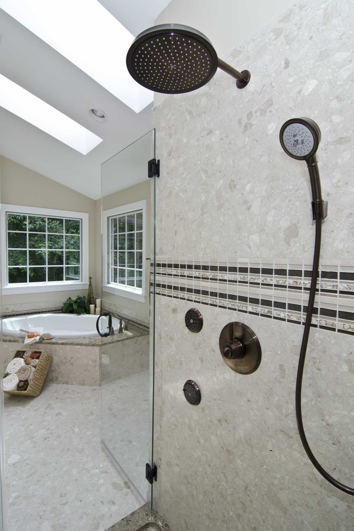 Verona Shower walls in Perlato Royal and Glass Accent